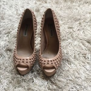 STEVE MADDEN•NUDE ANDIE•SPIKE PUMPS GOOD CONDITION